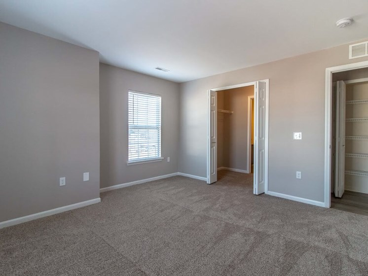Spacious Main Bedroom with Private Bath- Fairfield Apartments and Condominiums in Fenton, MI