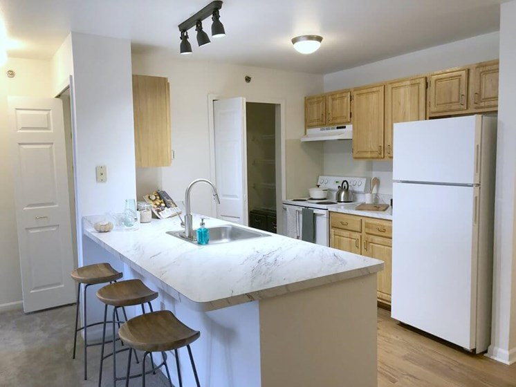 Open Kitchen and Dining Area- Fairfield Apartments and Condominiums in Fenton, MI