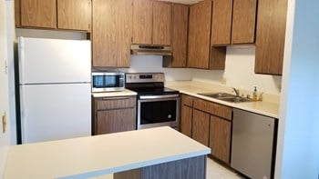 824 Pinetree Cir., #24 2 Beds House for Rent Photo Gallery 1