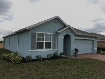 1013 NW 1st Avenue 3 Beds House for Rent Photo Gallery 1