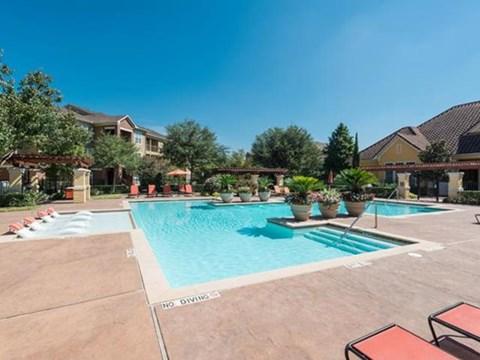 Villa Toscana Apartments| Swimming Pool