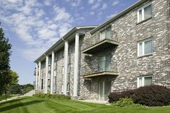 9823 Park Dr 1-2 Beds Apartment for Rent Photo Gallery 1