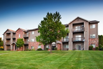 3634 Glen Oaks Blvd 1-2 Beds Apartment for Rent Photo Gallery 1
