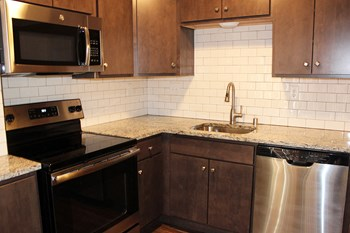5400-46 N. Iroquois Road 2 Beds Townhouse for Rent Photo Gallery 1