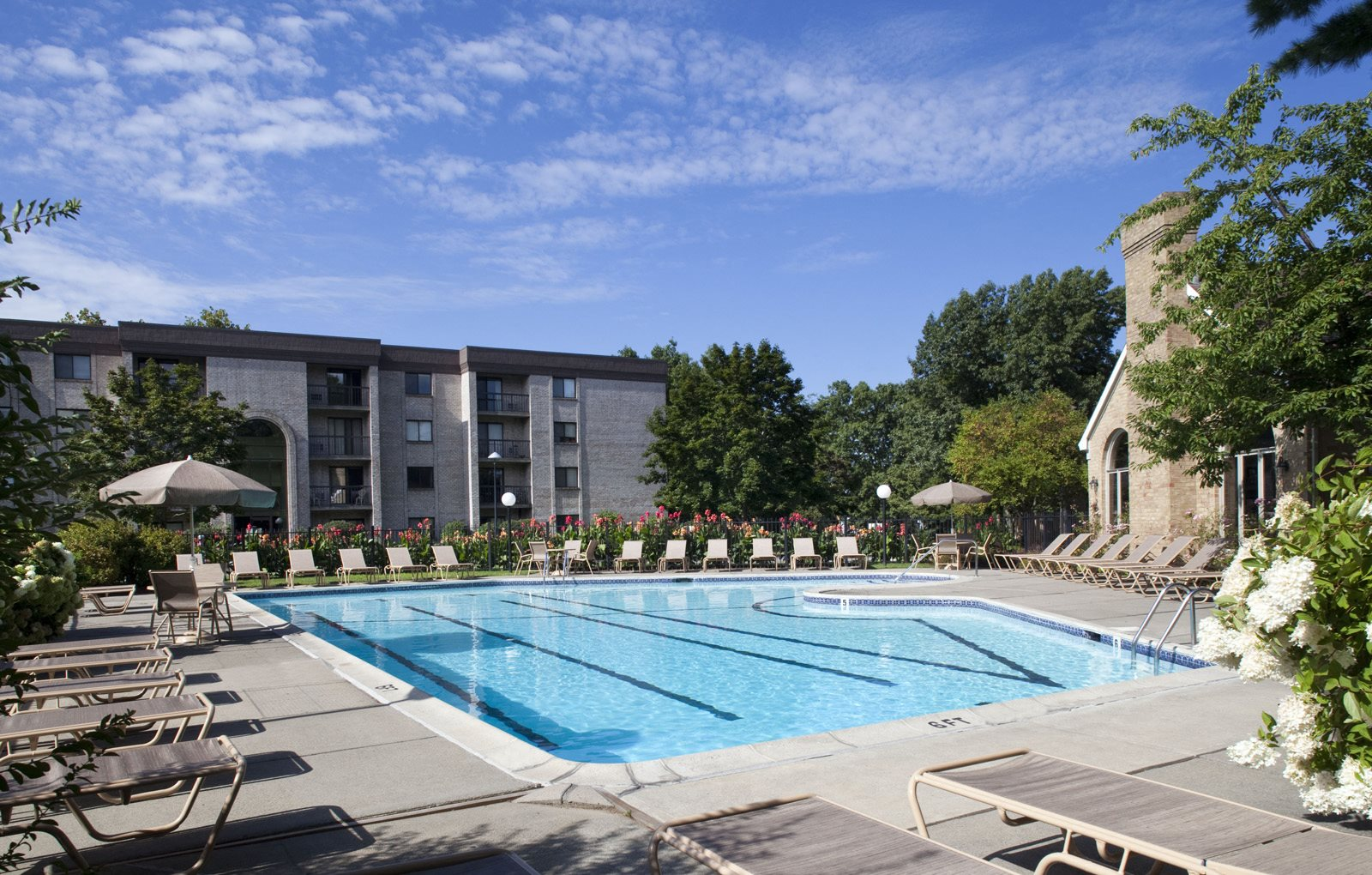 Swimming Pool Shrewsbury Commons Apartments