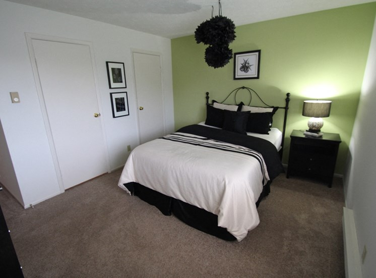 This is a picture of the bedroom of the 850 square foot 1 bedroom apartment at Fairfield Pointe Apartments in Fairfield, Ohio