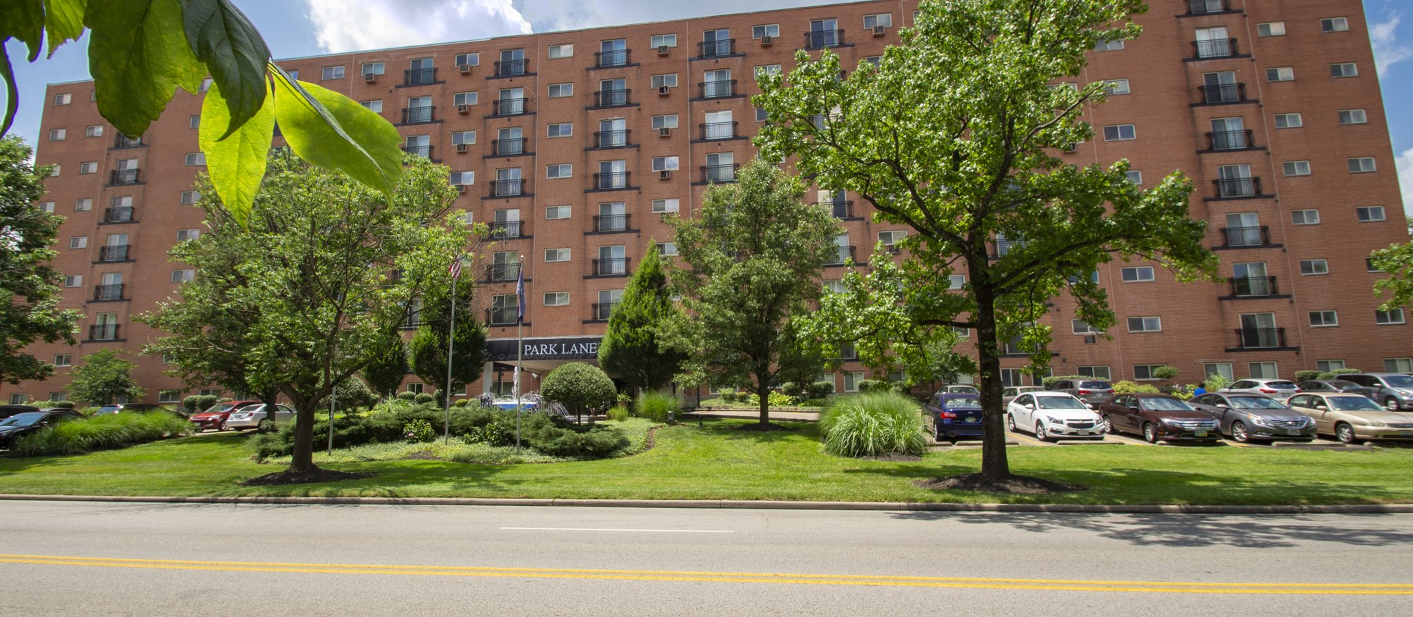 This is a photo of Park Lane Apartments in Cincinnati, Ohio from Victory Parkway.