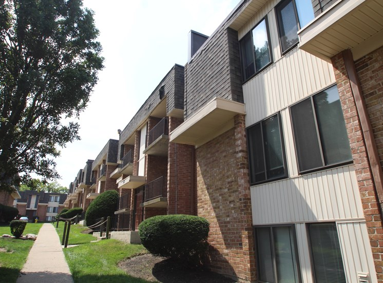 This is a photo building exteriors of Wyoming Hills Apartments in Dayton, Ohio.