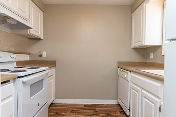 4450 State Street 2 Beds Apartment for Rent Photo Gallery 1