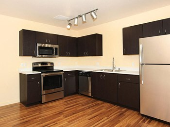 1315 SE Umatilla St 2 Beds Apartment for Rent Photo Gallery 1