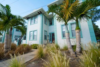 2801 West Estrella Street 2 Beds Apartment for Rent Photo Gallery 1