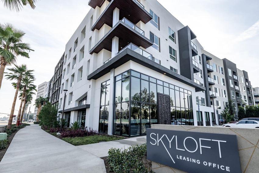 Skyloft Irvine, CA Community Exterior