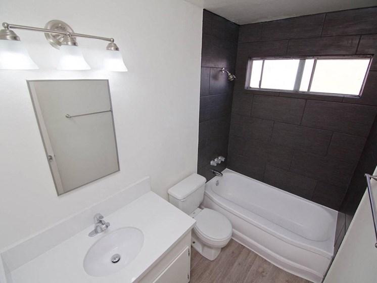 model unit bathroom with tub