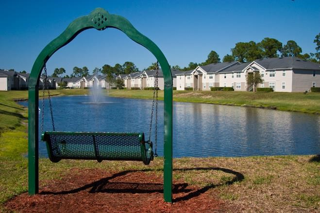 Pond side Swings and Relaxing Area at Whispering Woods, Florida