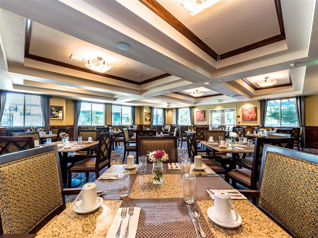 Spacious Dining Roome at Pacifica Senior Living Oxnard, CA, 93036