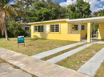 561 NE 173rd Street 3 Beds House for Rent Photo Gallery 1