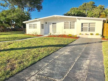 1571 NE 44Th Street 3 Beds House for Rent Photo Gallery 1