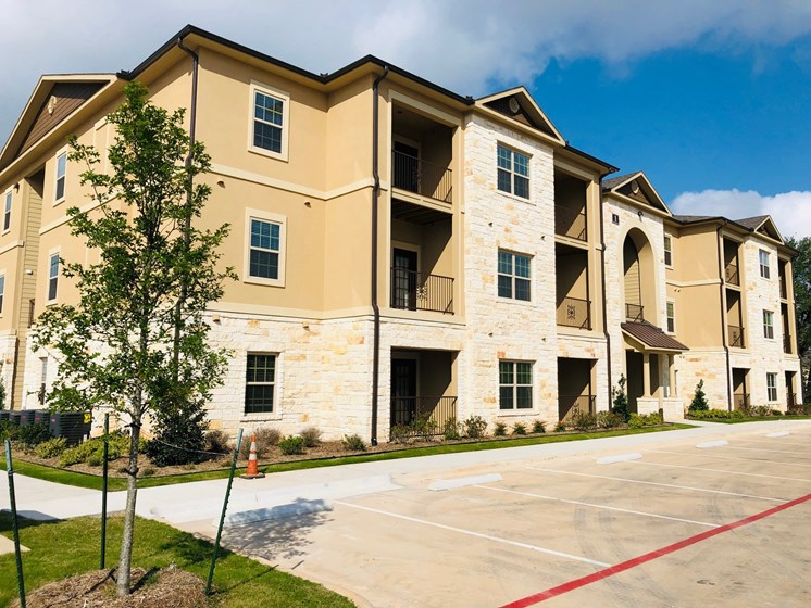 exterior view of three story apartment in georgetown texas