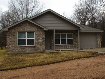 906 Hoover Street 3 Beds House for Rent Photo Gallery 1