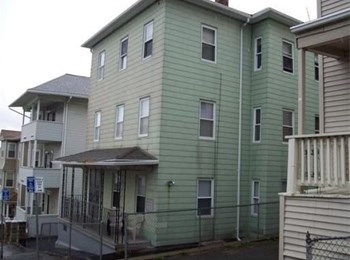 17 Shamrock Street 2-3 Beds Apartment for Rent Photo Gallery 1