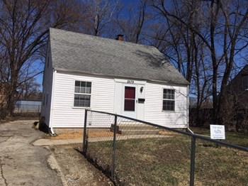 2579 Lexington Avenue 3 Beds House for Rent Photo Gallery 1