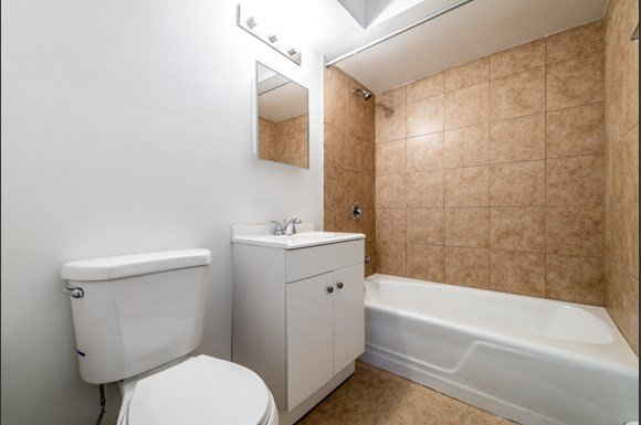 Apartments for rent in Dolton, IL | 15210 Chicago Rd Bathroom