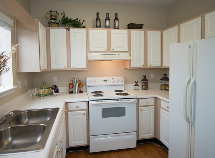 Swift Creek Commons Apartments - Classic finishes interior kitchen