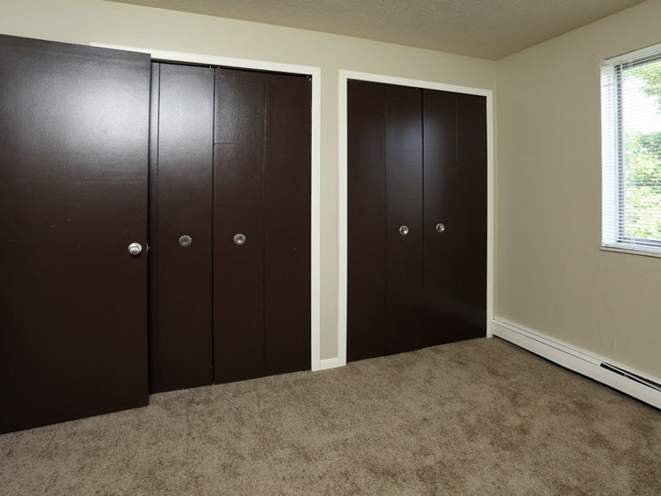 Apartments in Bedford Heights Big Closets
