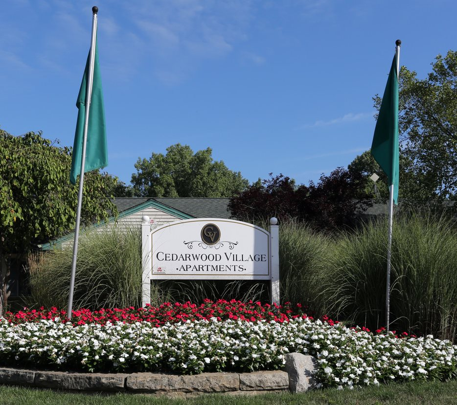 Cedarwood Apartments: Cedarwood Village Apartments
