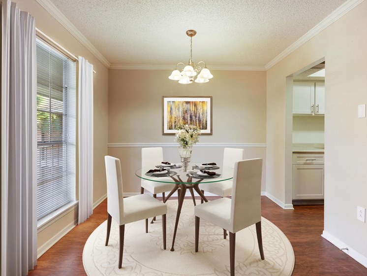 Dining room at 21 South Parkview Apartments in Baton Rouge, Louisiana