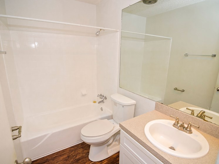 Bath tub at 21 South at Parkview Apartments in Baton Rouge, LA