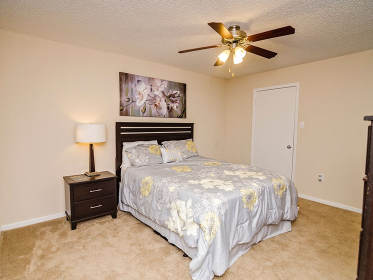 Cozy bedroom at 21 South at Parkview Apartments in Baton Rouge, LA