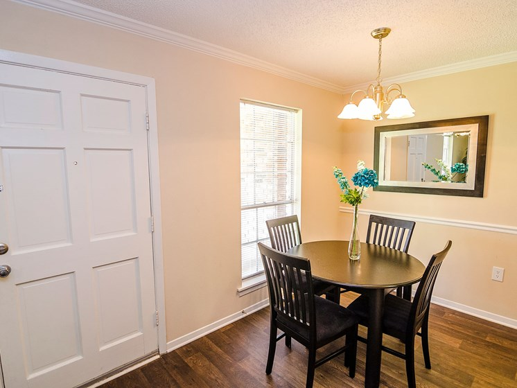 Dining room at 21 South at Parkview Apartment in Baton Rouge, LA