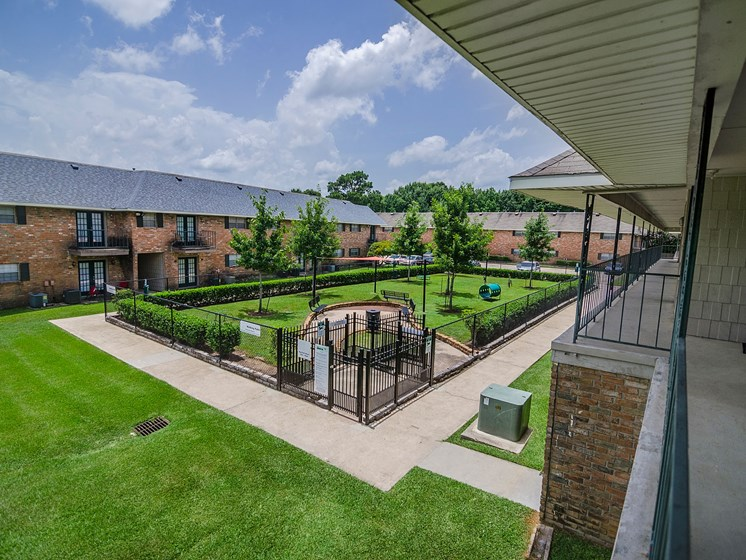 Dog park at 21 South at Parkview Apartments in Baton Rouge, LA