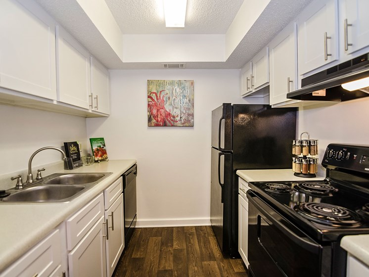 Fully equipped kitchen at 21 South at Parkview Apartments in Baton Rouge, LA