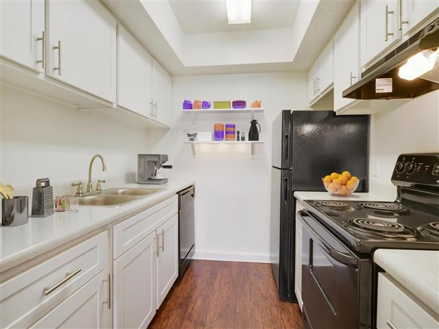 Kitchen at 21 South Parkview Apartments in Baton Rouge, Louisiana