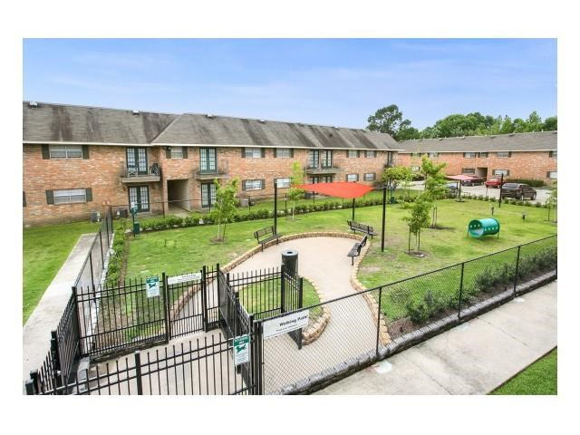 Pet park at 21 South Parkview Apartments in Baton Rouge, Louisiana