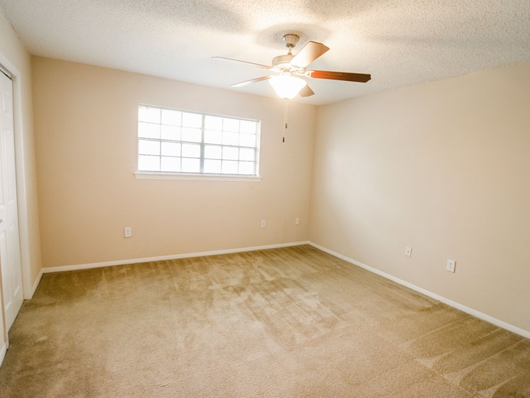 Open bedroom with ceiling fan at 21 South at Parkview Apartments in Baton Rouge, LA
