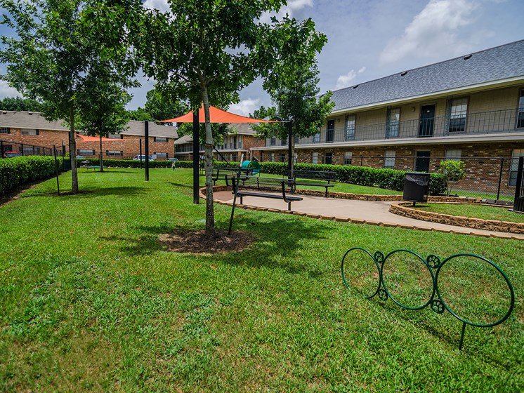 Outside 21 South at Parkview Apartments in Baton Rouge, LA