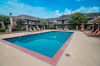 4944 S Sherwood Forest Blvd 1-2 Beds Apartment for Rent Photo Gallery 1