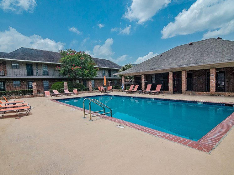 Swimming pool at 21 South Parkview Apartments in Baton Rouge, LA
