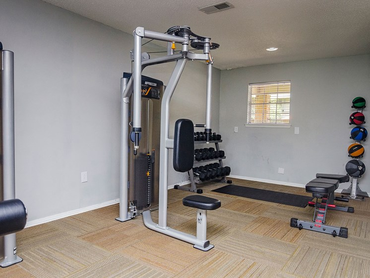 Weight room at 21 South Parkview Apartments in Baton Rouge, LA