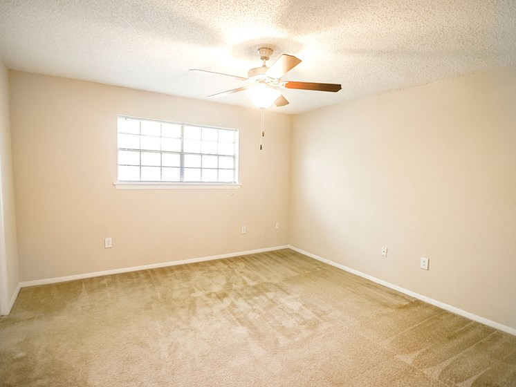 Bedroom with natural sunlight at 21 South at Parkview Apartments in Baton Rouge, LA