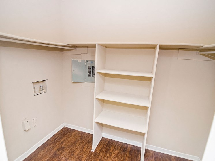 Shelf area in 21 South at Parkview Apartment in Baton Rouge, LA