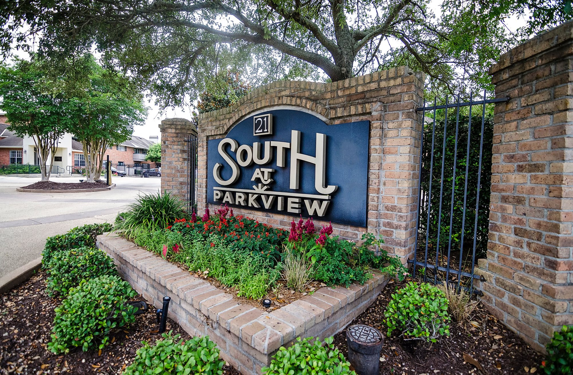 Property sign for 21 South at Parkview Apartments in Baton Rouge, LA