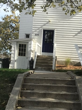 205 S 37th St. 1-2 Beds Apartment for Rent Photo Gallery 1