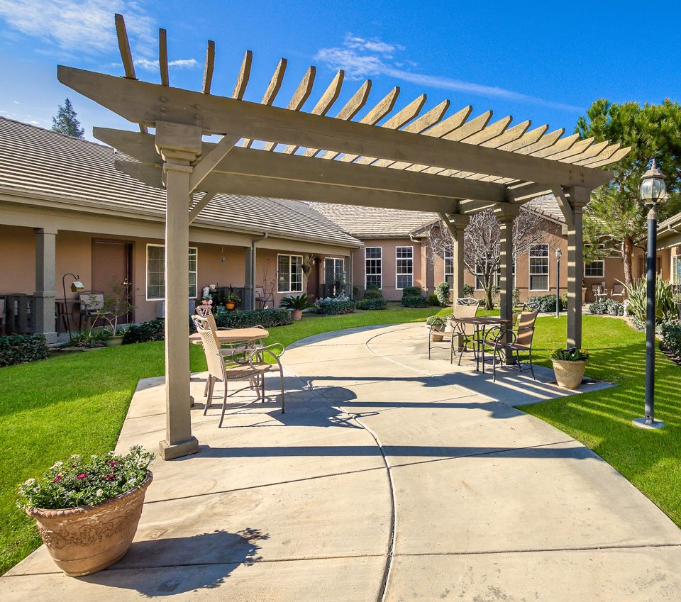 Peaceful Pergola Courtyards at Pacifica Senior Living Bakersfield, California