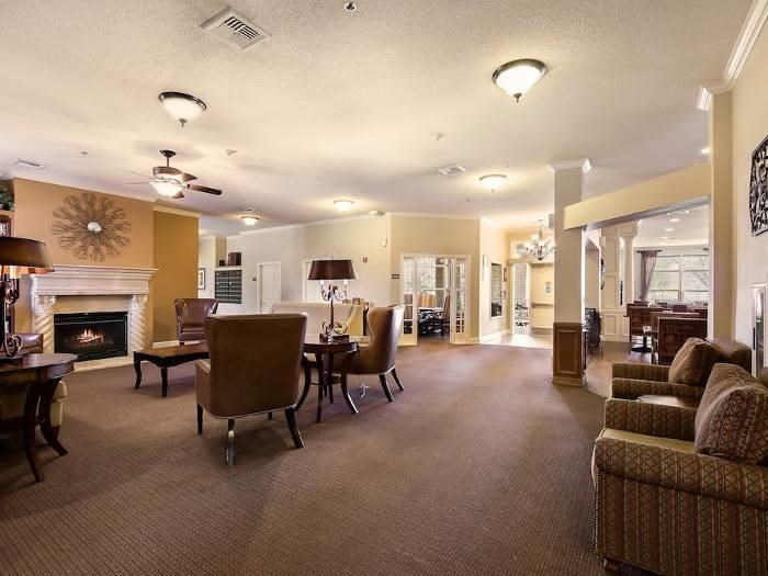 Heartland lobby with pleasing foyer in Bakersfield, CA