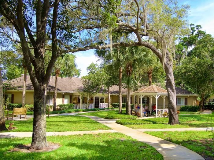 Sunny courtyards at Pacifica Senior Living Belleair