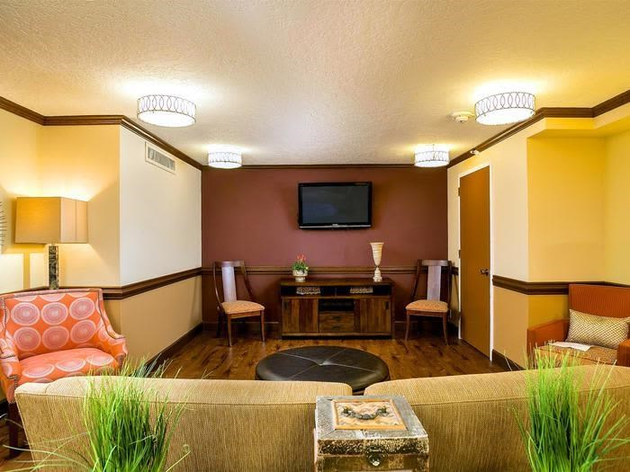 Traditional Furnishing in seating area at Pacifica Senior Living Calaroga Terrace, Portland, Oregon